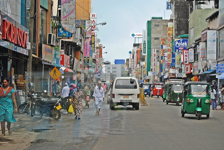 Main Street, Colombo on a calm day.Photo courtesy of Toushkalee.com.